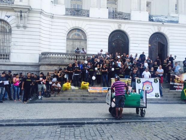 Agentes fazem protesto na Cinelândia (Foto: Cristina Boeckel/G1)