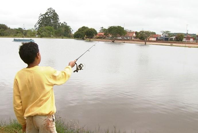 Campina do Monte Alegre tem um dos maiores campeonatos de pesca da região  (Foto: Revista de Sábado / TV TEM)