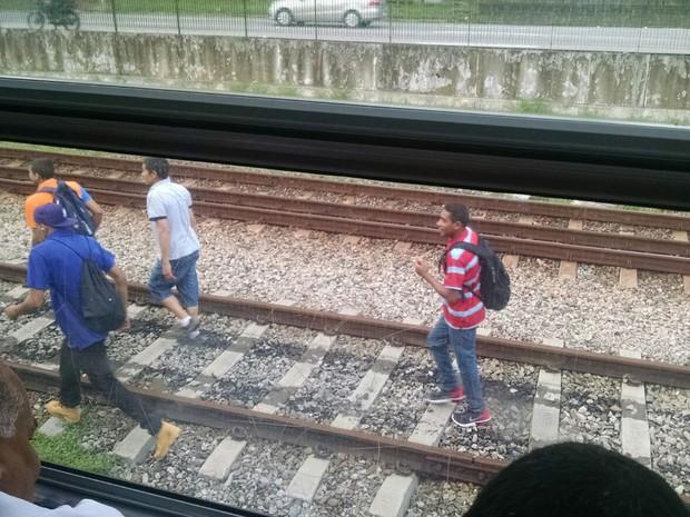 Um raio atingiu o sistema elétrico da Linha 9-Esmeralda CPTM, deixando os trens da linha circulando em velocidade reduzida como medida de segurança.  (Foto: Clara Velasco/G1)