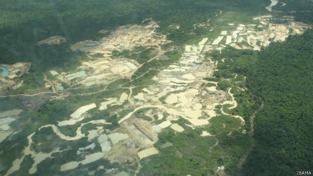 A Funai diz que há por volta de 25 frentes ativas de garimpo dentro da Terra Indígena (Foto: Ibama/BBC)