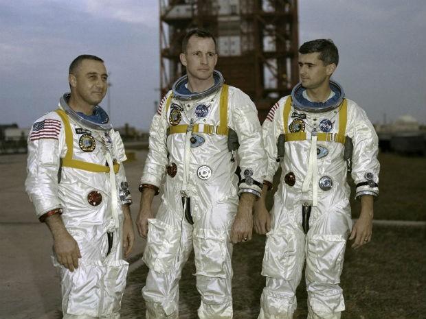 Astronautas da missão Apollo 1 durante, mortos durante acidente em plataforma (Foto: Divulgação/Nasa)