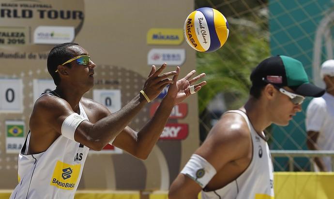 jô, george, vôlei de praia (Foto: Divulgação / FIVB)