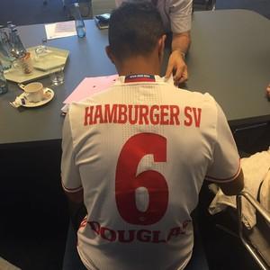 Douglas Santos vestirá a camisa 6 do Hamburgo (Foto: Divulgação)