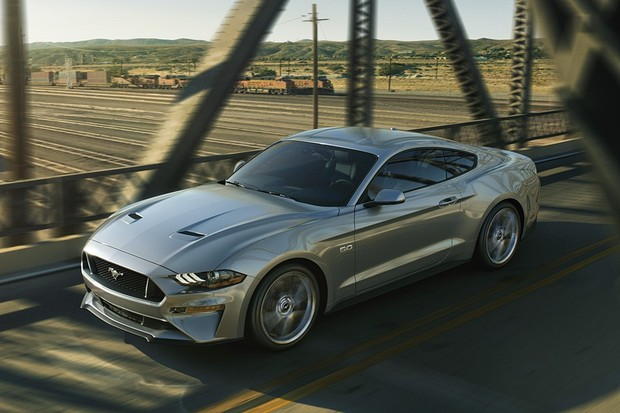 New Ford Mustang V8 GT with Performance Package in Ingot Silver (Foto: Divulgação)