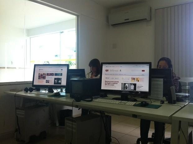 Redação da área de internet da Inter TV Grande Minas (Foto: Henrique Corrêa/Inter TV)