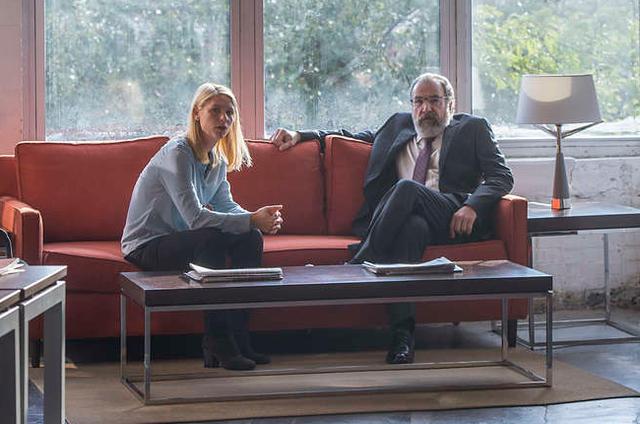 Carrie Mathison (Claire Danes) e Saul (Mandy Patinkin) em 'Homeland' (Foto: Divulgação)