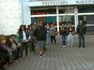 No ano passado, professores de Araraquara recorreram à greve para as reivindicações (Foto: Reprodução/ EPTV)