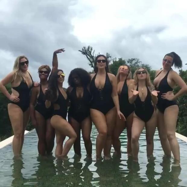 Ashley Graham com as amigas (Foto: reprodução/instagram)
