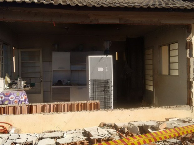 Casa em Araraquara ficou destruída após explosão (Foto: Noticiário Araraquara)