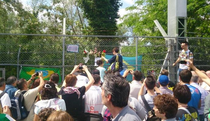 Curva Tamburello, em Ímola, vira palco de homenagens a Ayrton Senna (Foto: Felipe Siqueira)