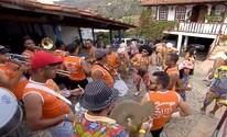 Bloco caricato arrasta foliões no carnaval de Diamantina