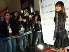 Sabrina Sato vai a pré-estreia com vestido todo vazado