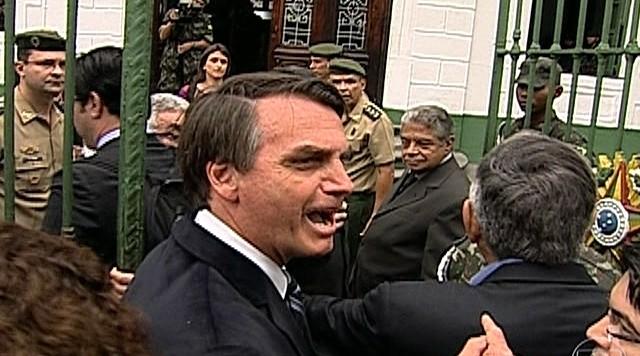 Visita de parlamentares da comissão da verdade termina em confusão no Rio