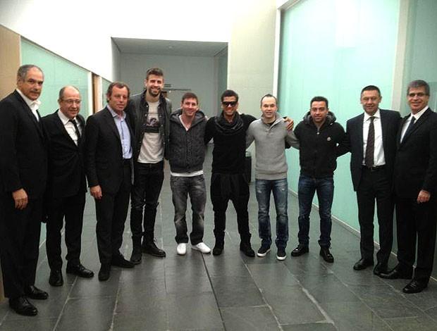 Pique, Messi, Dani Alves e Iniesta posados no prêmio Bola de Ouro (Foto: Reprodução / Instagram)