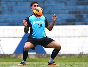 Vargas no treino do Grêmio (Foto  Lucas Uebel   Site Oficial do Grêmio) 7fb778776cf4c