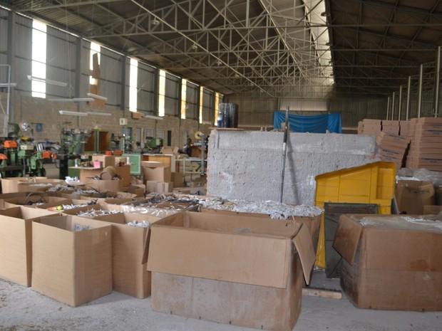 Fábrica clandestina de cigarros tinha capacidade para produzir 1 milhão de maços por dia em Rio Claro (Foto: Polícia Federal de Piracicaba/ Divulgação)