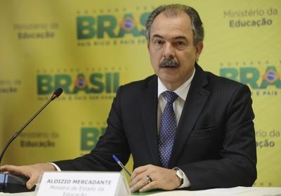 """O ministro da Educação, Aloizio Mercadante, diz que houve """"melhora significativa"""" no ensino superior (Foto: Elza Fiuza/ABr)"""