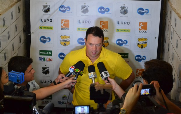 Roberto Fernandes, técnico do ABC (coletiva) (Foto: Jocaff Souza)