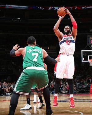 Nenê marcou apenas quatro pontos contra os Celtics (Foto: Getty Images)