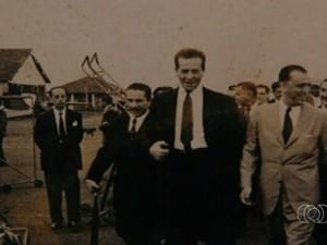 Juscelino Kubistchek no aeroporto de Anápolis, Goiás (Foto: Reprodução/TV Anhanguera)