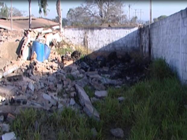 Proprietários da empresa que faz o descarte não foram encontrados (Foto: Reprodução/TV Integração)