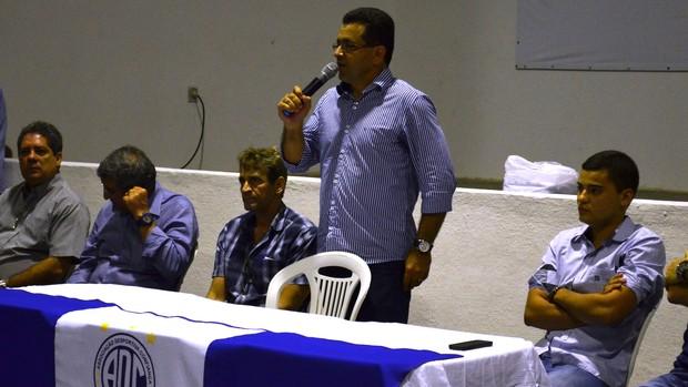 Luiz Roberto anuncia reeleição (Foto: Felipe Martins/GLOBOESPORTE.COM)
