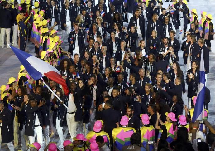 Teddy Riner porta-bandeira (Foto: Reuters)
