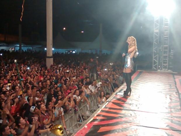 Joelma canta com a Calypso e chora no palco em João Pessoa (Foto: Aline Oliveira/G1)