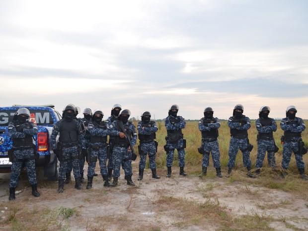 Mais de 40 guardas civis participaram da operação de retirada  (Foto: Neidiana Oliveira/G1)