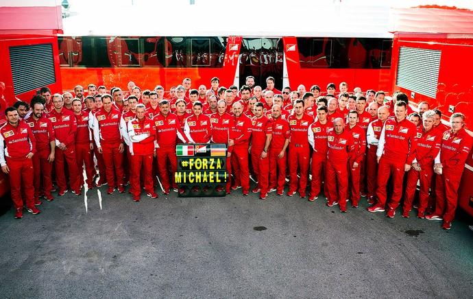 equipe Ferrari apoio Schumacher (Foto: AFP)