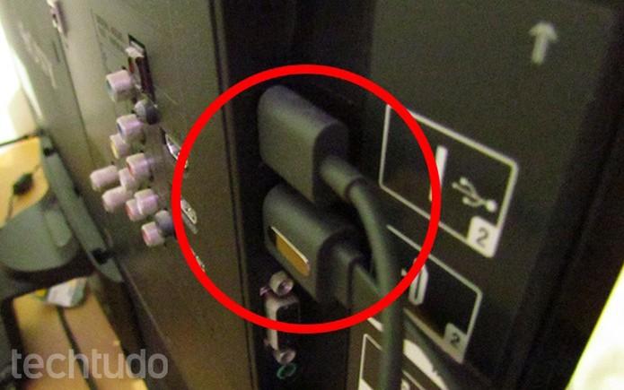 Use o USB como alimentação (Foto: Paulo Alves/TechTudo )