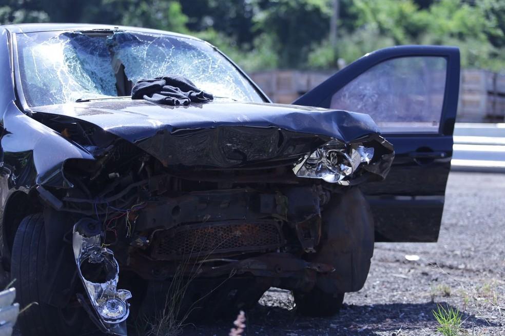 Motorista morreu e outros quatro ficaram feridos no acidente em Promissão (Foto: J. Serafim / Divulgação )