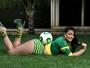 Musas posam sensuais na torcida antes do jogo Brasil X Colômbia