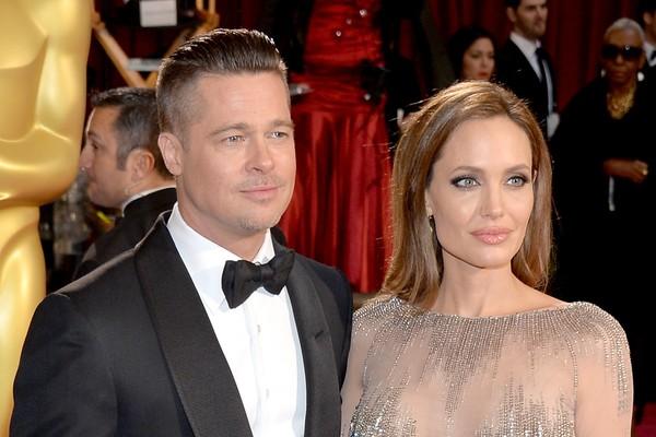 Há sete anos juntos e com seis filhos, Angelina Jolie e Brad Pitt confirmaram o noivado em abril de 2012. Será que esse ano o casamento sai? (Foto: Getty Images)