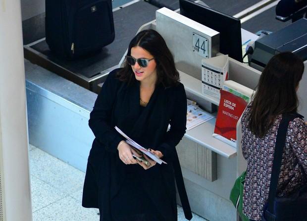 Bruna Marquezine no aeroporto (Foto: William Oda / agnews)