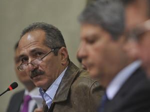 Aldo Rebelo e demais ministros durante apresentação de balanço de obras da Copa (Foto: Marcelo Casall Jr. / Agência Brasil)