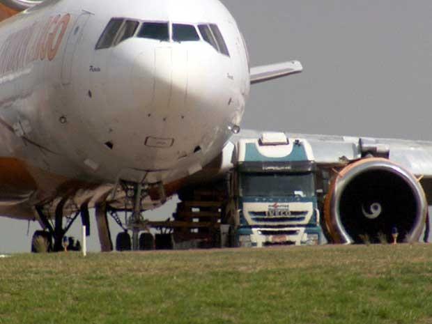 Avião da Centurion permanece na área de manobras em Viracopos, em Campinas (Foto: Reprodução EPTV)