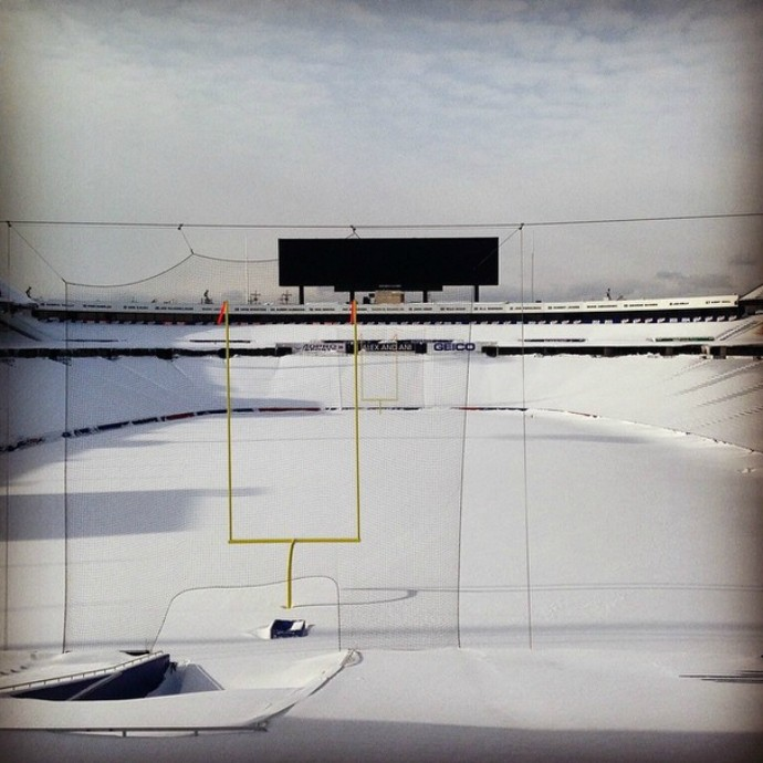 Ralph Wilson Stadium, casa do Buffalo Bills, foi tomado pela neve (Foto: Divulgação)