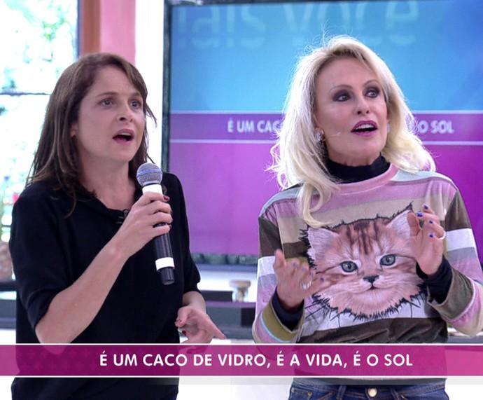 Ana e Drica cantam no karaokê (Foto: TV Globo)