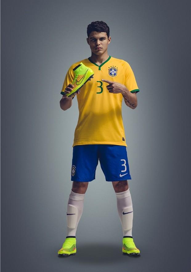 O capitão da seleção brasileria Thiago Silva com chuteira (Foto: Divulgação / Nike )