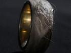 Artista cria anel com a própria pele e quer vendê-lo por quase R$ 1 milhão