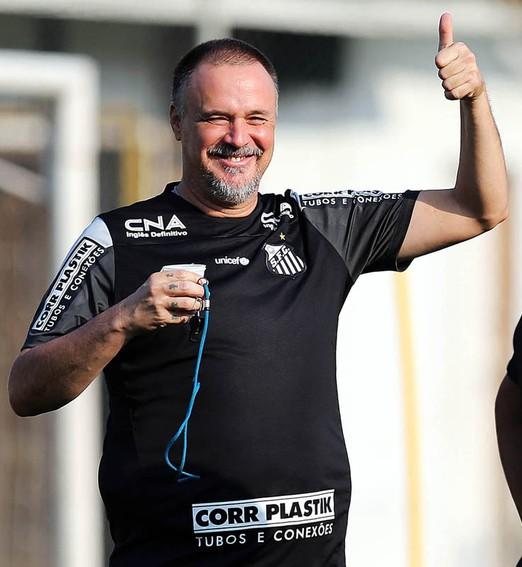 vem mais título por aí? (Pedro Ernesto Guerra Azevedo / Santos FC)