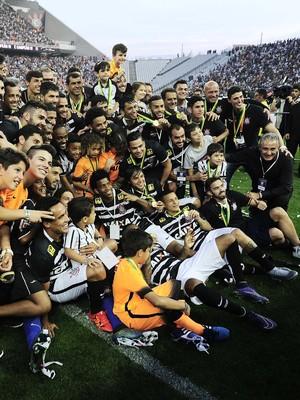 0d5f883ae8 Corinthians promete pagar prêmio por título brasileiro no retorno aos  treinos