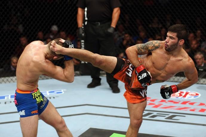 Raphael Assunção Bryan Caraway UFC MMA (Foto: Getty Images)