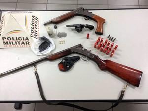 Armas apreendidas em Barroso (Foto: Polícia Militar/Divulgação)