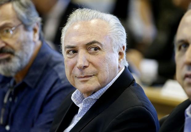 O presidente Michel Temer durante reunião na sala de comando do Estado-Maior que discutiu segurança no Rio (Foto: Tânia Rego/Agência Brasil)
