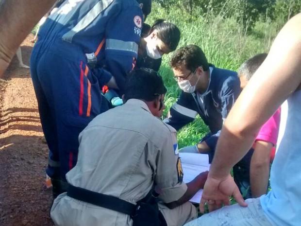 Equipe do Samu fez o atendimento aos feridos (Foto: Adriana Santana/TV Anhanguera)