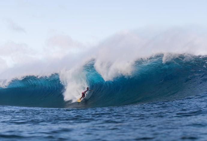 Espacialista nos tubos de Teahupoo, no Taiti, Bruno Santos tirou nota 9.00 em tubo quase impossível na quarta fase em Teahupoo, no Taiti (Foto: WSL / Kelly Cestari)