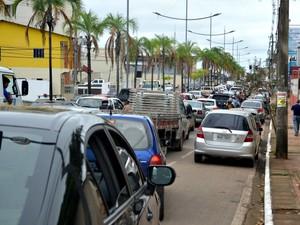 Protesto gerou congestionamento em Rio Branco (Foto: Aline Nascimento/G1)