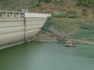 Barragem de Jucazinho, em Pernambuco (Foto: Paula Cavalcante/ G1)